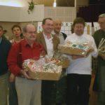 28 octobre : AY - Festival 2007 L'heure de la remise des prix aux lauréats autour des élus d'Aÿ et de Jean Rossat (Eskimos). Outre le Grand Prix, tous les participants au tournoi du dimanche après-midi ont été récompensés.