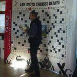 07 décembre : Téléthon aux Carroz Des grilles géantes avec J.R. où chacun a pu dire son mot et apporter sa pierre à l'édifice, dans l'esprit de la manifestation. (photo M.G.)
