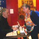 """30 avril : Genève, Salon de La Presse et du Livre Jean Rossat dédicace son livre """"Mots croisés 2002"""" sur le stand du Temps."""
